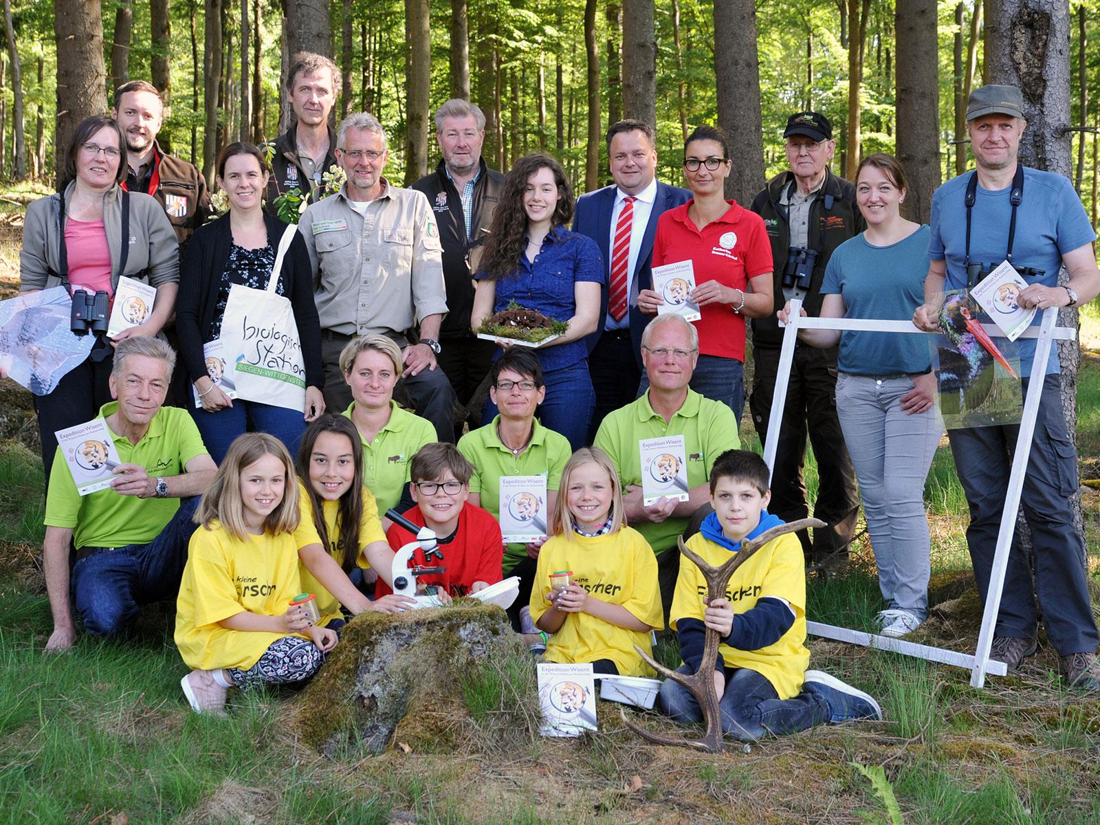 """Mitwirkende der """"Expedition Wisent"""", eine ehrenamtliche Gemeinschaftsaktion, in der Wisent-Wildnis"""