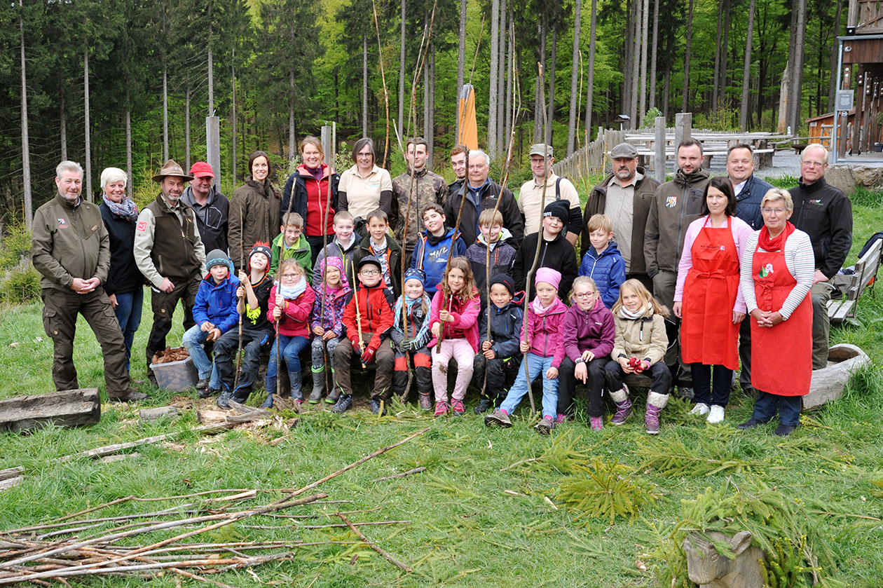 """Team der """"Expedition Wisent"""" zum zweiten Forschertag der Region für die ganze Familie in der Wisent-Wildnis am Rothaarsteig"""